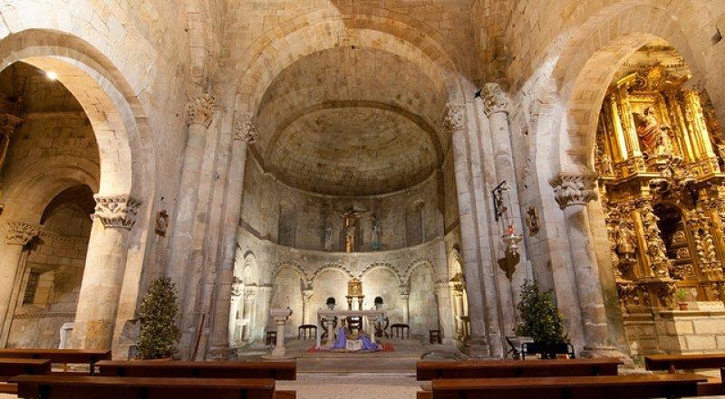 Resultado de imagen de Colegiata de Santa Cruz de Castañeda